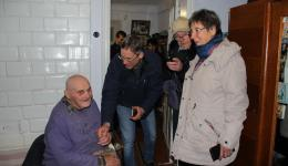 A couple, 88- and 92-year-old, is happy. When the man hears that the guests come from Germany, memories come up and some sentences in German are exchanged. A very intense experience ...
