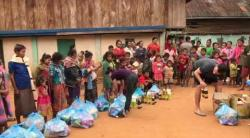 Embedded thumbnail for Hilfspakete für abgelegene Dörfer in Laos