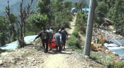 Embedded thumbnail for Nepal Erbebenhilfe, Medizin in Charikot 05/2015